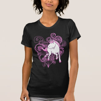 Licorne avec le T-shirt de coeurs de henné