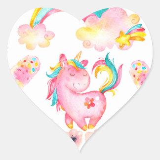 Licorne de bébé jouant dans ses produits multi de sticker cœur