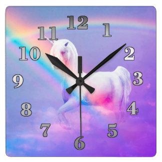 Licorne et arc-en-ciel horloge carrée