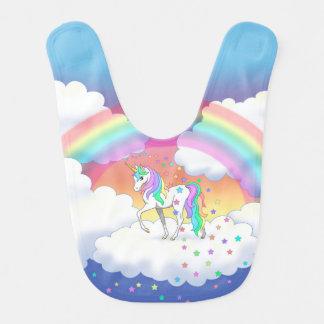 Licorne et étoiles colorées d'arc-en-ciel bavoir de bébé