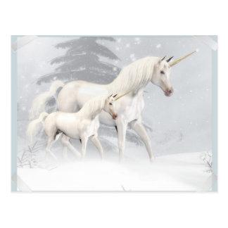 Licornes mignonnes dans la neige 1 carte postale