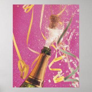 Liège sautant sur le champagne pendant la célébrat poster