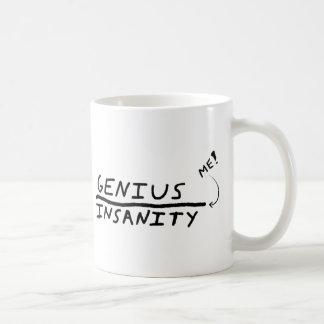 Ligne entre le génie et la folie mug blanc