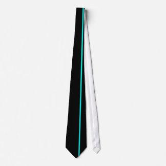 Ligne verticale mince de turquoise lumineuse sur cravates