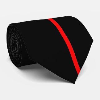 Ligne verticale mince rouge sur la droite cravates