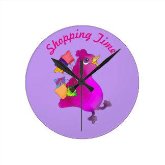 Lila aime faire des emplettes par Happy Juul Horloge Ronde