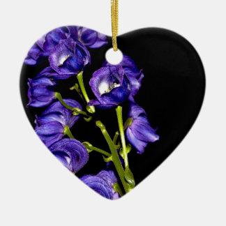 Lilas floraisons foncés ornement cœur en céramique