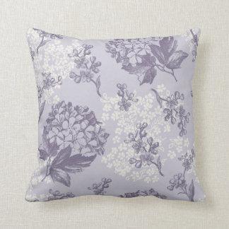Lilas imprimés par cru dans pourpre et blanc oreiller
