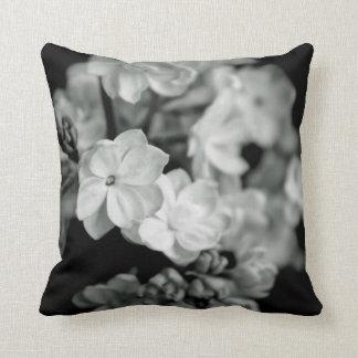 Lilas noir et blanc oreiller