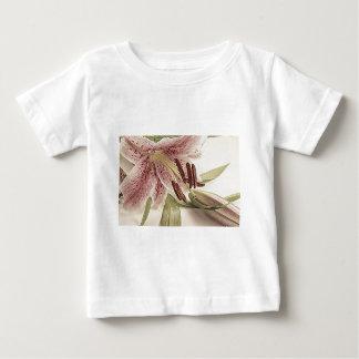 Lilly. en pastel t-shirt pour bébé