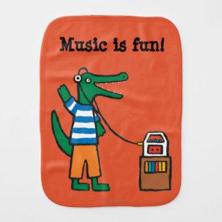 Linge De Bébé Le crocodile frais écoute la musique