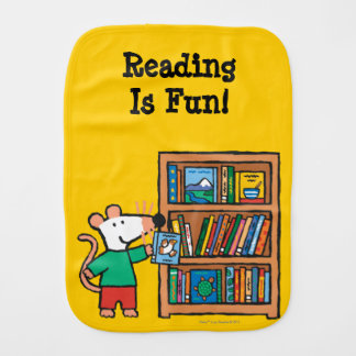 Linge De Bébé Maisy et une étagère des livres