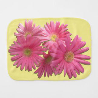 Linge de bébé - marguerites roses foncées de