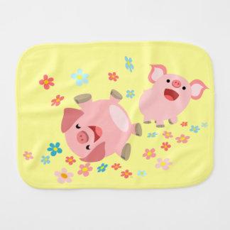 Linge de bébé mignon de deux porcs de bande