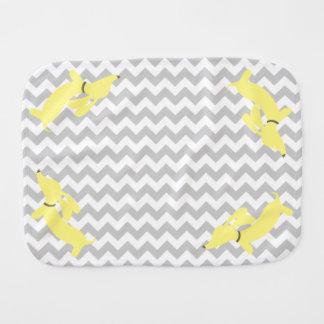 Linge de bébé nouveau-né de teckel jaune et gris