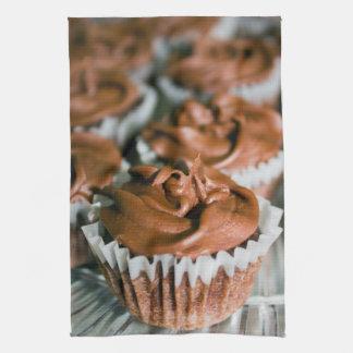 Linge De Cuisine Petits gâteaux givrés par chocolat sur une photo