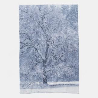 Linge De Cuisine Scène congelée par hiver d'arbre de Milou