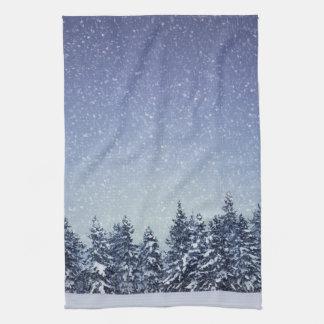 Linge De Cuisine Scène gelée de forêt d'hiver de neige