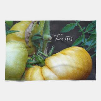 Linge De Cuisine Tomates fraîches de jardin sur la vigne