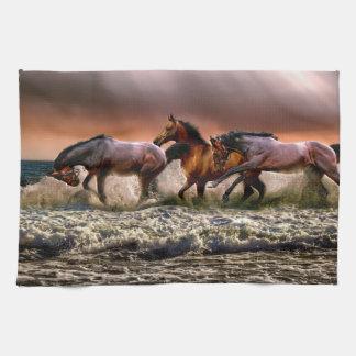 Linge De Cuisine Trois chevaux trottant dans l'océan