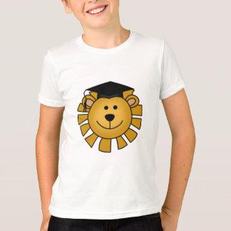 Lion avec des T-shirts et des cadeaux de casquette