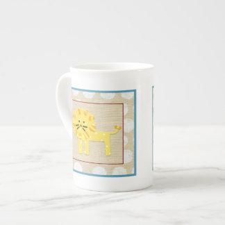 Lion jaune avec le pois blanc mug
