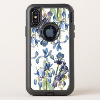 L'iris bleu botanique fleurit la caisse de