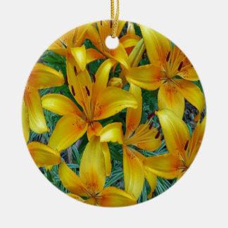 lis jaune et orange ornement rond en céramique