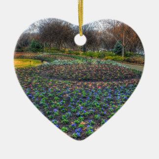 Lit de fleur d'arborétum de Dallas et de jardins Ornement Cœur En Céramique
