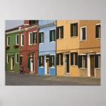 L'Italie, Burano. La rangée colorée des maisons et Affiches