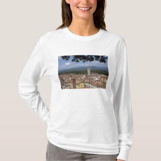 L'Italie, la Toscane, Lucques, la vue de la ville T-shirt