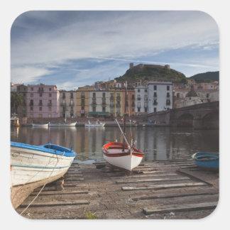 L'Italie, Sardaigne, Bosa. Rivière et Ponte de Autocollant Carré