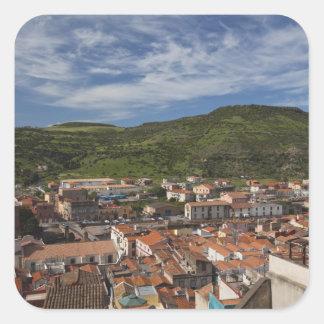 L'Italie, Sardaigne, Bosa. Vue de ville de Stickers Carrés