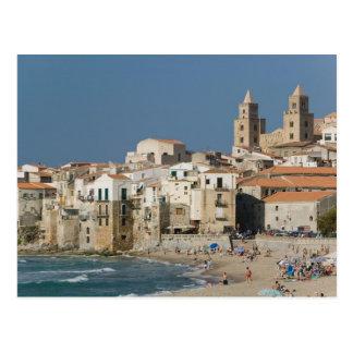 L'Italie, Sicile, Cefalu, vue de ville avec le Duo Cartes Postales
