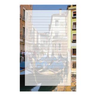 L'Italie, Venise, gondoles a amarré le long du Papier À Lettre Customisé