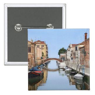 L'Italie, Venise. Vue des bateaux et des maisons l Badge