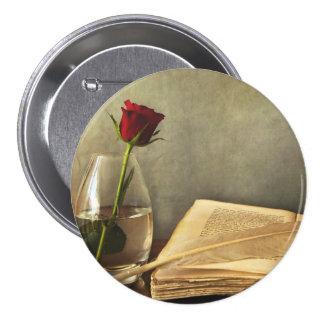 Livre antique et bouton rose de Pinback Badges