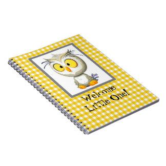 Livre jaune et blanc de hibou d'Oliver de bébé de