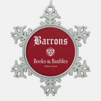 Livres de Barrons et ornement rouge de flocon de