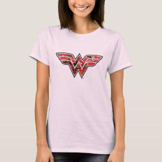 Logo de roses rouges et de femme de merveille de t-shirt