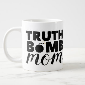 Logo enorme des textes de maman de bombe de vérité mug