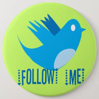 L'oiseau de gazouillement me suivent choisissent badge
