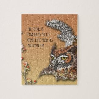 L'oiseau est actionné par sa propre vie et son puzzles