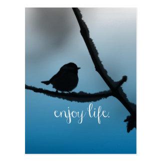 L'oiseau simple sur la branche avec apprécient la carte postale
