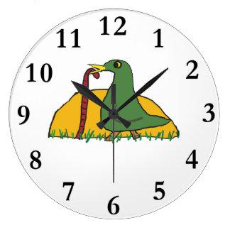 L'oiseau tôt attrape le ver grande horloge ronde