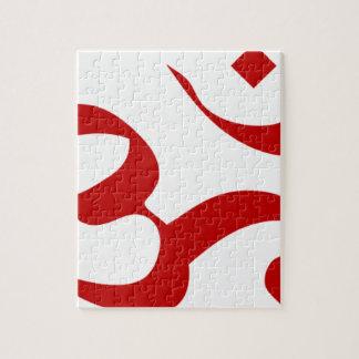 L'OM ou le symbole d'Aum à l'arrière-plan rouge et Puzzle