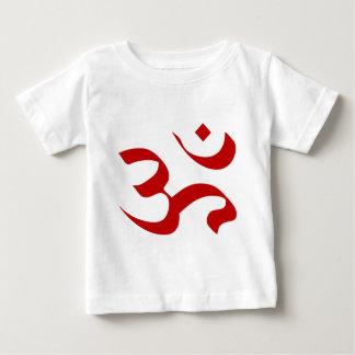 L'OM ou le symbole d'Aum à l'arrière-plan rouge et T-shirt Pour Bébé