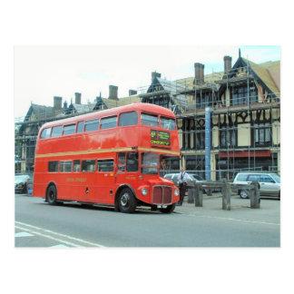 Londres, vieil autobus d'autobus à impériale de carte postale
