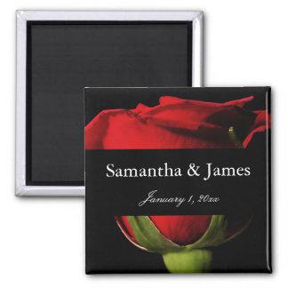 Long mariage personnel de rose rouge de tige aimant