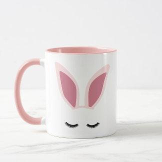 L'oreille de lapin fouette la tasse